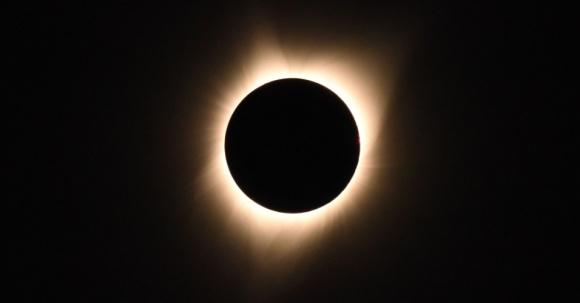 21ago2017---eclipse-solar-deixa-o-estado-americano-de-oregon-no-escuro-antes-mesmo-do-anoitecer-o-fenomeno-acontece-em-sua-totalidade-nos-estados-unidos-e-de-forma-parcial-em-15-estados-